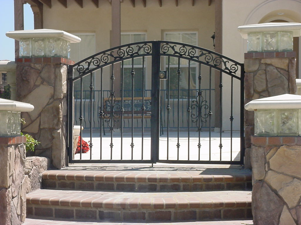 Short Double Entry Gate
